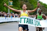 El Hassan El Abassi wins at the 2013 Ottawa 10km (Victah Sailer - organisers)