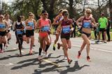 Gemma Steel leading the 2015 Great Ireland Run (Tomas Greally)
