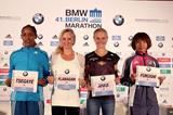 Tirfi Tsegaye, Shalane Flanagan, Anna Hahner and Kayoko Fukushi ahead of the 2014 Berlin Marathon (organisers / www.photorun.net)