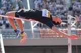 Bohdan Bondarenko jumps 2.40m in Tokyo (Getty Images)