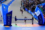 Mary Keitany holds off her Kenyan compatriot Jemima Sumgong to win the 2014 TCS New York City Marathon (Getty Images)