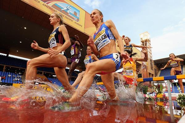 Emma Coburn (left) leads the 3000m steeplechase at the IAAF Continental Cup, Marrakech 2014 (Getty Images)