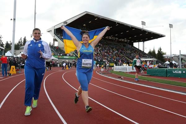 Alona Shamotina celebrates her hammer victory at the IAAF World Junior Championships, Oregon 2014 (Getty Images)